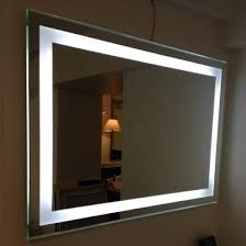 Spejl med LED lys hele vejen rundt