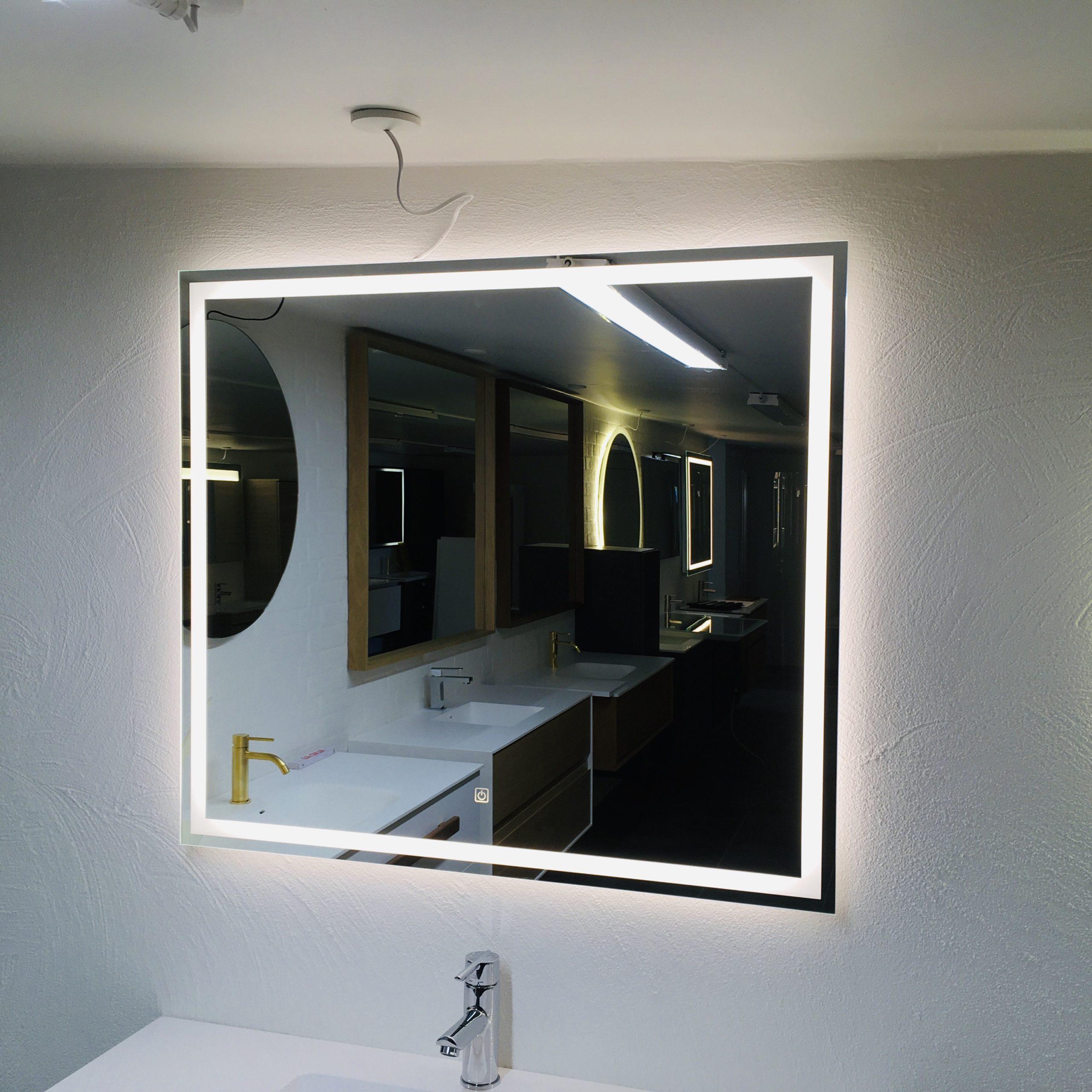 Picture of: Spejl Med Led Lys Og Bachlight Spar Nu 50 Pa Dit Spejl Med Led Lys